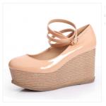 รองเท้าส้นสูง สำหรับสุภาพสตรี