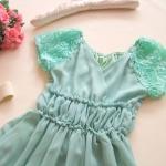 เดรสผ้าชีฟองสีฟ้าอมเขียว แขนเป็นผ้าเย็บเป็นลายดอกกุหลาบ