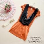 เดรสผ้ายืดสีส้มอิฐ แต่งผ้าชีฟองสีดำ ติดเพชรรอบตัว