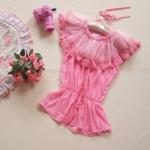 เสื้อคอระบายสีชมพู แต่งลูกไม้รอบคอ