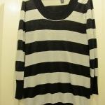 เสื้อตัวยาว H&M Size L รอบอก 38 นิ้ว ความยาวตัวเสื้อ 32 นิ้ว ใส่กับ legging ก้อสวยค่ะ