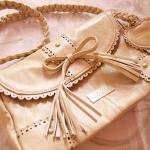 กระเป๋าสะพายสไตล์ Liz Lisa สีครีม จาก Taobao สายหนังถักเปีย ฉลุลายหวานๆ