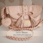 กระเป๋าสะพายสไตล์ Liz Lisa สีชมพูอ่อน จาก Taobao สายหนังถักเปีย ฉลุลายหวานๆ