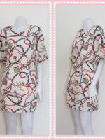 dress2281  ขายส่งเสื้อผ้าแฟชั่น เดรสแฟชั่นเข้ารูปแขนบอลลูน ซิปหลัง กระเป๋าข้าง ผ้าชีฟองลายโซ่น้ำเงิน พื้นสีครีม