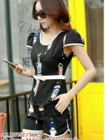 set_bt1152 (ราคาส่ง) งานนำเข้าแบรนด์เกาหลี ชุดเซ็ท 2 ชิ้น(เสื้อ+กางเกง) เสื้อเข้ารูปแต่งโบว์ช่วงเอว+กางเกงขาสั้นมีกระเป๋าข้าง ผ้าเนื้อดีนิ่มแต่งลายผู้หญิงสีดำ งานสวยเป๊ะดีงามตามแบบ