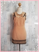 dress1916 ขายส่งเดรสแฟชั่นงานแพลตตินั่มทรงเข้ารูป ผ้าเนื้อดี คอบัวแหลม เว้าอก ซิปหลัง สีน้ำตาลพาสเทล