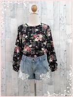 blouse3026 เสื้อแฟชั่นวินเทจแขนยาวผ้าชีฟองลายตารางดอกไม้โทนสีดำ