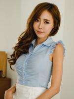 เสื้อผ้าแฟชั่น เสื้อผ้าเกาหลี Tight-fitting pleated sleeve style shirt