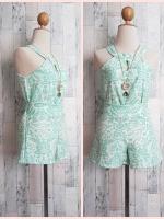 set_bp617 ขายส่งชุดเซ็ทเข้าชุดเสื้อคอกลมผ่าหน้าเว้าแขน+กางเกงขาสั้นเอวยืด ผ้าโมร็อคโคลายไทยสีขาวเขียว