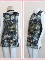 dress2924 ชุดเดรสราคาส่ง เดรสแขนกุดทรงเข้ารูป ผ้ายืดลายใบไม้กราฟฟิก โทนสีเหลืองดำ
