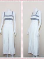 set_bp538 ชุดเซ็ทผ้ายืดเนื้อดี เสื้อสั้นสายสปาเก็ตตี้ลายขวางขาวเทาอ่อน+กางเกงขายาวเอวยืดผ่าหน้าสีขาว