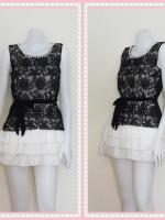 dress2292  ขายส่งเสื้อผ้าแฟชั่น เดรสแฟชั่นน่ารักเสื้อแขนกุดผ้าแก้วปักลายดอกไม้สีดำคอมุกคลุมทับเดรสชายระบายชีฟองสีขาว