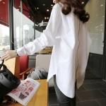 pr1114 เสื้อแฟชั่น ทรงโอเวอร์ไซด์ ผ้าฝ้ายเนื้อดีปกเชิ้ตแขนยาว สีขาว ด้านหลังแต่งซิบยาว เรียบแต่เก๋ค่ะ