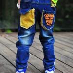 กางเกงยีนส์ แต่งกระเป๋าหลังสีเหลือง