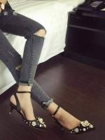 รองเท้าส้นสุสีดำ ทรงส้นเข็ม สูง2นิ้ว ความสูงกำลังดี สำหรับสาวๆที่ต้องยืนหรือเดินนานๆ พร้อมสายรัดข้อเท้า แอบเพิ่มความความหวาน งานเย็บติด อะุไหล่เพชร ตอกมุขไม่ต้องกลัวหลุดจ้รา