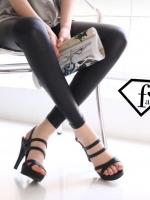 รองเท้าส้นสูงสีดำ ทำจากหนัง Pu เนื้อนิ่ม ดีไซน์สวย สไตล์ เปรี้ยวนิดๆ สีเรียบหรู ดูดี สายรัดข้อปรับระดับได้ หลังสูง 4 นิ้ว เสริมหน้า 1 นิ้วใส่แล้วดูสูงเพรียว