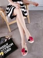 รองเท้าแตะสีขาว งานเป๊ะมากเหมือนในชอป งานดีมาก รุ่นนี้แม่ค้าแนะนำ ประดับด้วยดอกกุหลาบน่ารักมาก ทำจากซิลิโคนนิ่มมาก ใส่สบาย