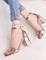 รองเท้าส้นสูงส้นหนา style korea วัสดุทำด้วยหนังเมทาลิคเงาสีเทาควันบุหรี่ เส้นคาดหน้าเทา โชว์ หน้าเท้าสวย มีสายรัดข้อเท้า สามารถปรับระดับได้3ระดับ สูง3นิ้ว
