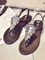 รองเท้าแตะสีดำ แบบหนีบ วัสดุ velvet นุ่มตกแต่งด้วยคริสตัล สูง 1 cm. สายรัดหลังแบบยืดกระชับ เดินไม่หลุด สวย น่ารักสุดๆ
