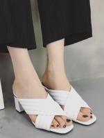 รองเท้าส้นสูงสีขาว ทรงสวมหัวตัด ดีไซน์สวย หนังPU เย็บตีเกร็ด หนังนิ่มใส่สบายไม่เจ็บเท้า ส้นหนาเเข้งเรง งานปั๊มพื้นรองเท้า ส้นสูง 3.5นิ้ว