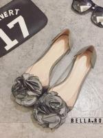 รองเท้าคัชชูสีเทำ style Bella Rose เป็นพลาสติกแบบใส งานนิ่มไม่บีดเท้านะค่ะ ประดับด้วยดอกไม้ผ้าซาติน เก๋ๆน่ารักๆใส่ง่ายแบบนี้ห้ามพลาดเลยนะค่ะ ใส่กระชับ น้ำหนักเบา
