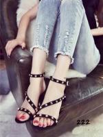 รองเท้าส้นสูงสีดำ ทรงส้นเข็ม แนววาเลนติโน่ งานตอกมุด ผ้าสักหลาด มีสายรัดข้อปรับระดับได้ ส้นเข็มสูง 3 นิ้ว แบบสวย ใส่สบาย สวมใส่ได้ทุกโอกาส