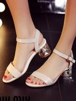 """รองเท้าส้นสูงสีขาว รองเท้าส้นเพรช รัดส้น งานสวยๆ ดีไซน์เกร๋ ๆ จาก MIU MIU เป็นสินค้า นำเข้าตัวสั้นงานอะไหล่เงิน ก้อได้ความสูงกำลังดีเลยเดินสบาย สูง เพียง 2 """""""