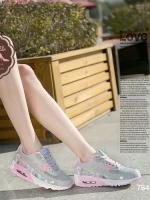 รองเท้าผ้าใบสีชมพู แฟชั่นแบบสวม สไตล์เกาหลี วัสดุทำจากผ้าตาข่ายและหนังPUอย่างดี โทนสีสดใสหวานแหวว น้ำหนักเบา สูงหน้า 2 ซม. ส้นสูง 4 ซม