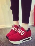รองเท้าผ้าใบสีแดง วัสดุทำจากผ้า สักราจ สกีนอักษร NO พื้น pu นน เบา สูง 1.5 นิ้ว สวมใส่ง่าย เป็น เมจิกเทป เเปะๆดึงๆ สินค้า จริงสวย