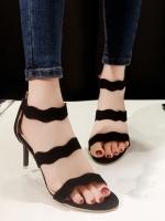 รองเท้าส้นสูงสีดำ Jimmy Choo วัสดุ Velvet หรูหราสายคาดหน้า 2 เส้น ใส่แล้วเท้าเพรียวสวย สูง 3 นิ้ว กำลังงาม แซ่บสุดๆๆคู่นี้ ซิปหลังสวมใส่ง่าย