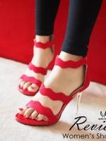 รองเท้าส้นสูงสีแดง งานนำเข้า ลุคหรูๆกำลังจะมาให้สาวๆเป็นเป็นเจ้าของ ด้วยดีเทลผ้ากำมะหยีที่ออกแบบมาเป็นคลื่นเวฟ ทำให้มีความ sexyนิดๆ สูง3.5