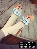 รองเท้าแตะะหน้าเพชรอลัง เพชรเม็ดโตสี่เหลี่ยม ด้านหน้าเท้า ติดบนพื้นผ้ากำมะหยี่สีเทา พื้นรองเท้าเป็นพื้นไม้ มีน้ำหนัก งานดูดี เป็นงงานนำเข้ามา style korea ส้นสูง1CM.