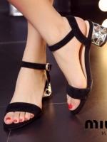 """รองเท้าส้นสูงสีดำ รองเท้าส้นเพรช รัดส้น งานสวยๆ ดีไซน์เกร๋ ๆ จาก MIU MIU เป็นสินค้า นำเข้าตัวสั้นงานอะไหล่เงิน ก้อได้ความสูงกำลังดีเลยเดินสบาย สูง เพียง 2 """""""
