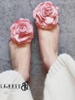 รองเท้าคัชชูสีโอรส style Bella Rose เป็นพลาสติกแบบใส งานนิ่มไม่บีดเท้านะค่ะ ประดับด้วยดอกไม้ผ้าซาติน เก๋ๆน่ารักๆใส่ง่ายแบบนี้ห้ามพลาดเลยนะค่ะ ใส่กระชับ น้ำหนักเบา