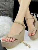 รองเท้าส้นเตารีดแบบรัดข้อ สักหราด (สีครีม )