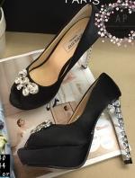 รองเท้าส้นสูงสีดำ ส้นเพชร มาใหม่. styleMiu miu แบบชนช้อป ส้นสูง 5 นิ้วฝังเพชรสวยอลังมากค่ะ วัสดุตัวรองเท้าทำจากผ้าซาตินสีสวย ดูสง่า ดูเลอค่า แถมตกแต่งด้วยคริสตัล สูง5นิ้ว