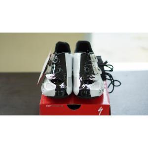 รองเท้าจักรยาน S-WORKS สีขาว/ดำ 41/8