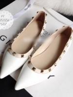 รองเท้าคัทชูส้นเตี้ยสีขาว หัวแหลม ประดับหมุด ทรงวาเลนติโน แนววินเทจ แฟชั่นเกาหลี แฟชั่นพร้อมส่ง