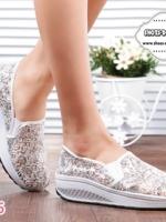 รองเท้าผ้าใบเสริมส้นสีขาว สไตล์เกาหลี รุ่นฮิตขายดี วัสดุผ้าตาข่ายซีทรูลูกไม้ แฟชั่นเกาหลี แฟชั่นพร้อมส่ง