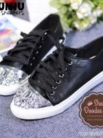 รองเท้าผ้าใบสีดำ MIUMIU sneakers รุ่นใหม่ล่าสุด หัวเพชรเป็นงานเย็บมือ หนังเจาะรู งานชนช็อปตอนนี้เลยจ้า