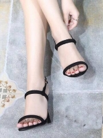 รองเท้าส้นสูงสีดำ รองเท้าสไตล์เกาหลี งานนำเข้าจ้าา วัสดุเป็นผ้าสักหลาดอย่างดีจ้าา งานเกรดเอ คาดหน้าแบบเปลือยๆ พร้อมโชว์เท้าคู่สวย ดีไซน์เรียบหรู ดูเก๋สุดๆ สูง4นิ้ว