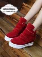 รองเท้าผ้าใบสีแดง วัสดุทำจากผ้าสักหราจ พื้นหนาสูง1นิ้ว แบบสวยเหมือนรูป สวมใส่ง่ายด้วยเมจิกเทป