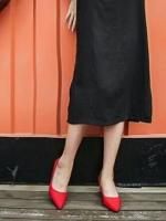 รองเท้าคัทชูส้นตัน ทรงหัวแหลม แต่งส้นสีทอง (สีแดง )