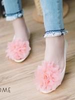 รองเท้าคัทชูสีขาวดอกชมพู เนื้อซิลินโคน เว้าข้าง แต่งดอกยักษ์ งานนำเข้า ใส่สบายไม่กัดเท้าค่ะ