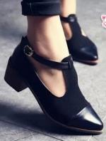 รองเท้าส้นสูงสีดำ แฟชั่นสไตล์อังกฤษ แบบสวยคลาสสิครัดข้อหัวแหลม วัสดุหนังPU ผสมหนังเทียมอย่างดี