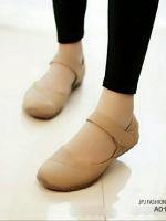 รองเท้าคัทชูส้นแบน เพื่อสุขภาพ แปะเมจิกเทป (สีครีม )