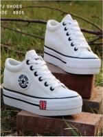 รองเท้าผ้าใบ สไตล์Converse ผ้ายีนส์ (สีขาว )