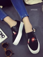 รองเท้าผ้าใบสไตล์ลำลอง ทรงสวม (สีดำ)