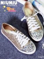 รองเท้าผ้าใบสีทองอ่อน ผูกเชือก สไตล์MIUMIU วัสดุทำจากหนังกลิตเตอร์เนื้อแน่นสีสวย คุณภาพดี ซับด้วยหนังนิ่มอีกชั้นด้านใน สวมใส่สบายมากๆ