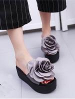 รองเท้าส้นเตารีดสีเทา งานใส่ลำลอง ส้นpu นน เบามาก หน้าแต่งดอกกุหลาบใหญ่มาก ผ้าซาตินสวย สูง หน้า2 หลัง3 นิ้ว